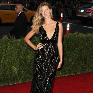 Gisele Bundchen in Charles James: Beyond Fashion Costume Institute Gala - Arrivals