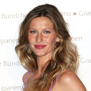 Gisele Bundchen - Gisele Bundchen Launches Her Flip Flop Collection
