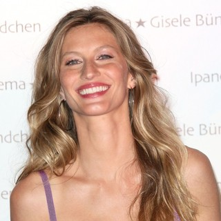 Gisele Bundchen in Gisele Bundchen Launches Her Flip Flop Collection