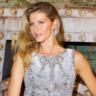 Gisele Bundchen in Celebratory Dinner and Screening of No. 5 The Film by Baz Lurhmann - Arrivals