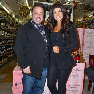 Teresa Giudice - Teresa Guidice and Joe Giudice Sign Bottles for Fabellini Line of Drinks