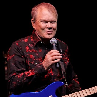 Glen Campbell in Glen Campbell Performing His Good Times - The Final Farewell Tour