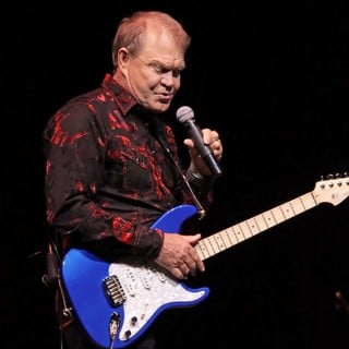 Glen Campbell Performing His Good Times - The Final Farewell Tour