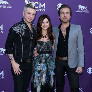 Gloriana in 2012 ACM Awards - Arrivals - gloriana-2012-acm-awards-01