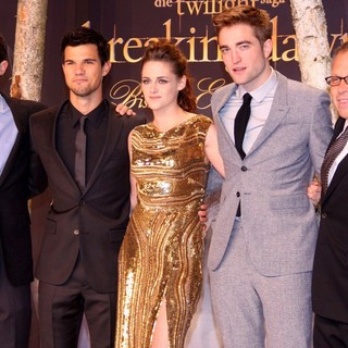 Wyck Godfrey, Taylor Lautner, Kristen Stewart, Robert Pattinson, Bill Condon in Twilight Saga Breaking Dawn - Biss zum Ende der Nacht Teil 2 Premiere