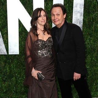 Janice Goldfinger, Billy Crystal in 2012 Vanity Fair Oscar Party - Arrivals