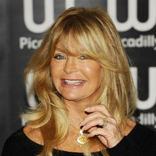 Goldie Hawn in Goldie Hawn at A Book Signing