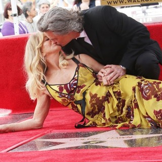 Goldie Hawn, Kurt Russell in Goldie Hawn and Kurt Russell Honored with Double Star Ceremony on The Hollywood Walk of Fame