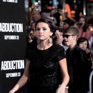 Selena Gomez, Justin Bieber in The Premiere of Abduction - Arrivals