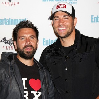 Joshua Gomez, Zachary Levi in Comic Con 2011 Day 3 - Entertainment Weekly Party - Arrivals