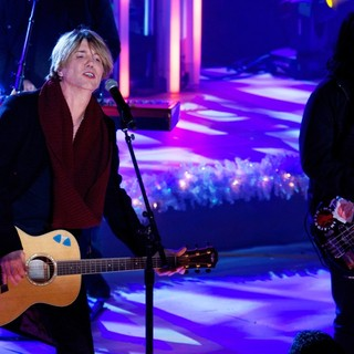 Goo Goo Dolls in 81st Annual Rockefeller Center Christmas Tree Lighting Ceremony - goo-goo-dolls-81st-annual-rockefeller-center-christmas-tree-lighting-01
