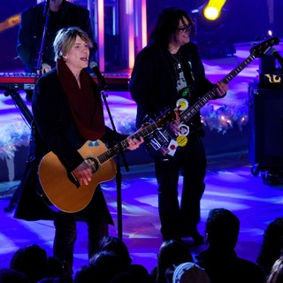 Goo Goo Dolls in 81st Annual Rockefeller Center Christmas Tree Lighting Ceremony - goo-goo-dolls-81st-annual-rockefeller-center-christmas-tree-lighting-03