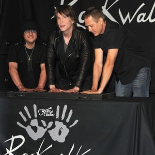 The Induction of The Goo Goo Dolls into Guitar Center's RockWalk - goo-goo-dolls-rockwalk-03