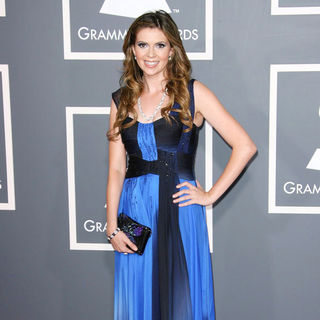 Carly Steel in The 53rd Annual GRAMMY Awards - Red Carpet Arrivals