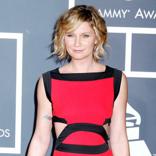Jennifer Nettles, Sugarland in 52nd Annual Grammy Awards