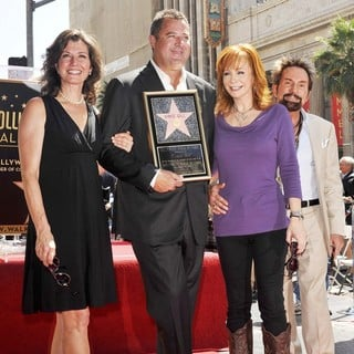 Amy Grant, Vince Gill, Reba McEntire, Tony Brown (II) in Vince Gill Is Honored with A Star on The Hollywood Walk of Fame
