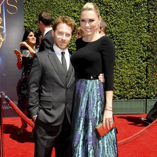Seth Green, Clare Grant in 2014 Creative Arts Emmy Awards - Arrivals