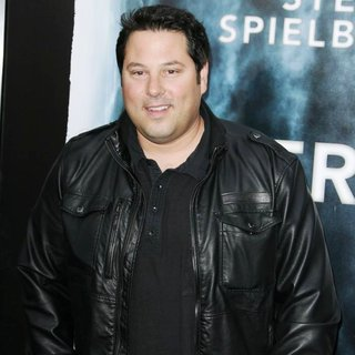 Greg Grunberg in Los Angeles Premiere of Super 8 - greg-grunberg-super-8-premiere-01
