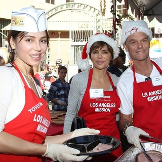 Oksana Grigorieva, Lisa Rinna, Harry Hamlin in Children Foundation for Christmas Celebration