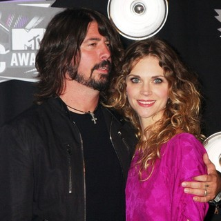 Dave Grohl, Jordyn Blum in 2011 MTV Video Music Awards - Arrivals