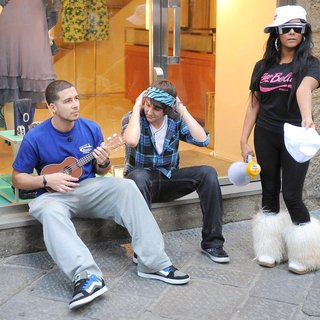 Vinny Guadagnino, Snooki in Jersey Shore Cast Members Decide to do Some Busking in Order to Make A Little Extra Money