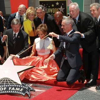 Leron Gubler, Pitbull, Jane Fonda, Gregory Nava, Jennifer Lopez, Keenen Ivory Wayans in Jennifer Lopez Is Honoured with The 2,500th Star on The Hollywood Walk of Fame