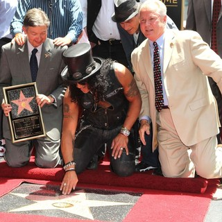 Leron Gubler, Slash, Charlie Sheen, Tom Labonge in Slash Honored with A Star on The Hollywood Walk of Fame
