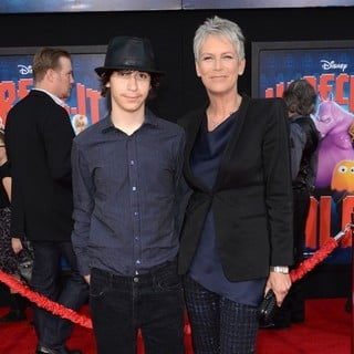 Thomas Guest, Jamie Lee Curtis in The Los Angeles Premiere of Wreck-It Ralph - Arrivals