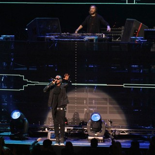 David Guetta, Taio Cruz in 102.7 KIIS FM's Jingle Ball 2011 - Show