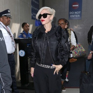 Gwen Stefani - Gwen Stefani Arrives at Los Angeles International Airport