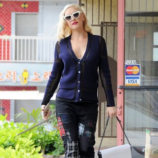 No Doubt - Gwen Stefani Visits Her Acupuncture Clinic
