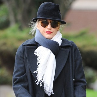 Gwen Stefani, No Doubt in Gwen Stefani Is Seen Walking to The Princess of Wales Pub