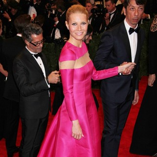 Gwyneth Paltrow in PUNK: Chaos to Couture Costume Institute Gala - gwyneth-paltrow-chaos-to-couture-costume-institute-gala-04