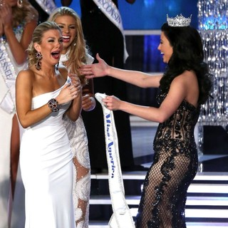 Mallory Hagan, Ali Rogers, Laura Kaeppeler in 2013 Miss America Final Competition