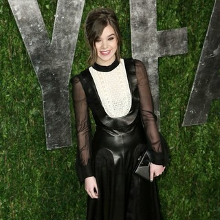 Hailee Steinfeld in 2013 Vanity Fair Oscar Party - Arrivals