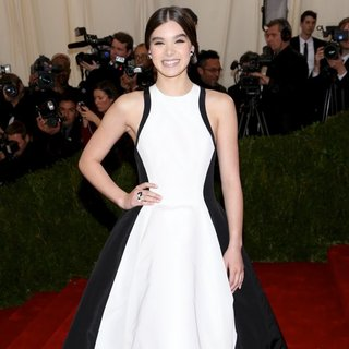 Hailee Steinfeld in Charles James: Beyond Fashion Costume Institute Gala - Arrivals