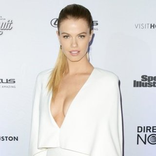 Hailey Clauson-Sports Illustrated Swimsuit 2017 Event - Red Carpet Arrivals