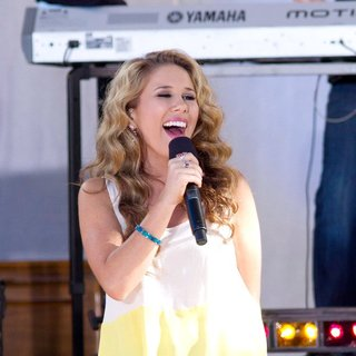 Haley Reinhart in American Idol Season 10 Cast Performs on ABC's Good Morning America as Part of Their Summer Concert