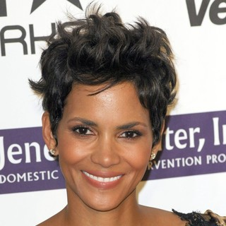 Halle Berry in The 2012 Silver Rose Gala and Auction - Arrivals