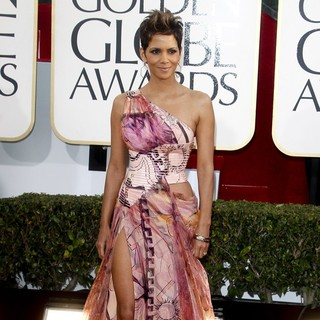 Halle Berry in 70th Annual Golden Globe Awards - Arrivals