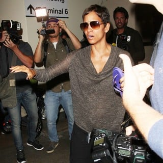 Halle Berry Arrives at LAX Airport with Olivier Martinez and Nahla Aubry - halle-berry-arrives-at-lax-airport-01