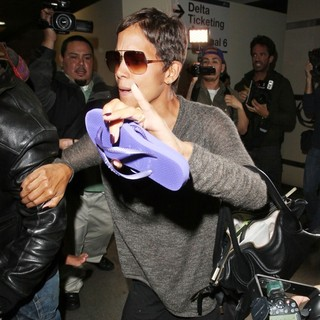 Halle Berry in Halle Berry Arrives at LAX Airport with Olivier Martinez and Nahla Aubry
