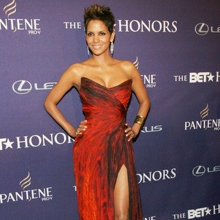 Halle Berry in BET Honors 2013: Red Carpet Presented by Pantene - Arrivals