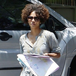Halle Berry in Halle Berry Carrying Some of Her Daughter's Artwork from School