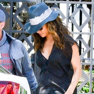 Halle Berry - Halle Berry Goes Out on A Date at Gracias Madre Restaurant