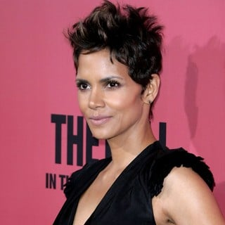 Halle Berry in Los Angeles Premiere of The Call - halle-berry-premiere-the-call-04