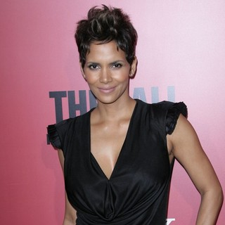 Halle Berry in Los Angeles Premiere of The Call - halle-berry-premiere-the-call-05