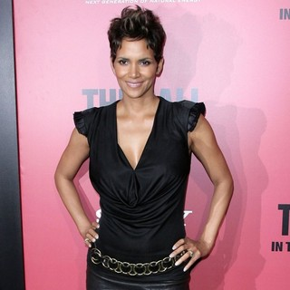 Halle Berry in Los Angeles Premiere of The Call - halle-berry-premiere-the-call-06
