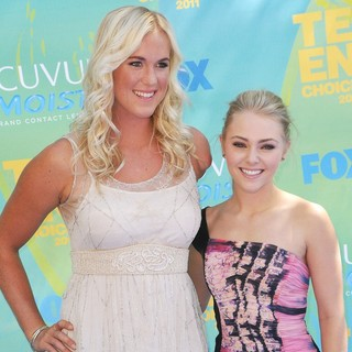 Bethany Hamilton, AnnaSophia Robb in 2011 Teen Choice Awards