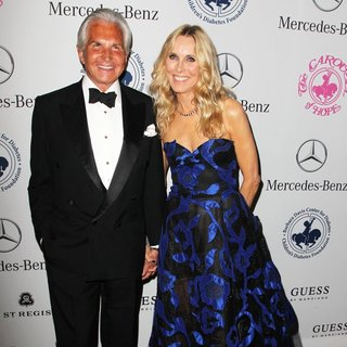 George Hamilton, Alana Stewart in 2014 Carousel of Hope Ball Presented by Mercedes-Benz - Arrivals